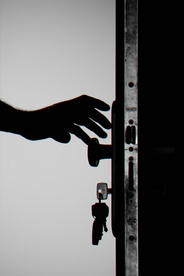 Comment retirer une clé cassée dans une serrure ?