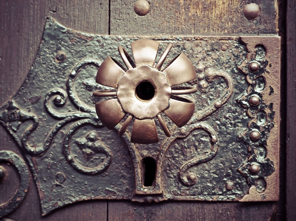 Comment ouvrir une ancienne serrure ?