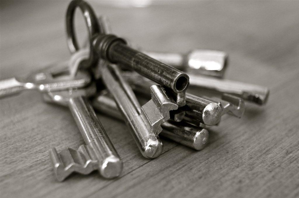 Comment décoincer serrure porte